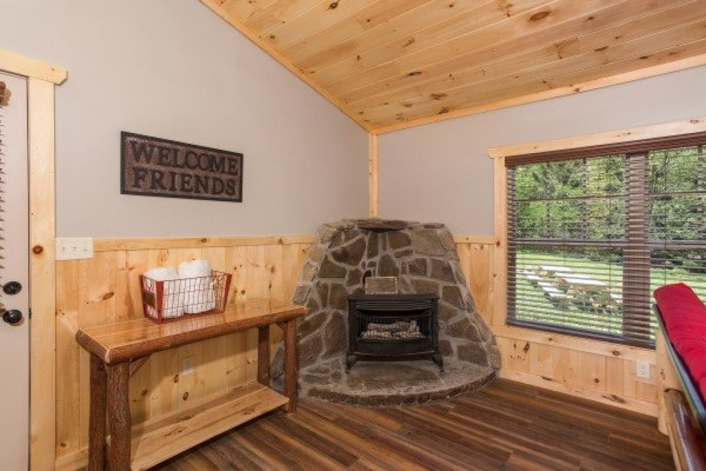 Photo of a Pigeon Forge Cabin named Grill & Chill - This is the fourth photo in the set.