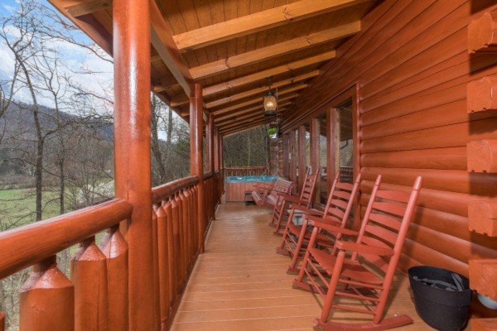 Photo of a Sevierville Cabin named Mountain View Meadows - This is the thirty-third photo in the set.