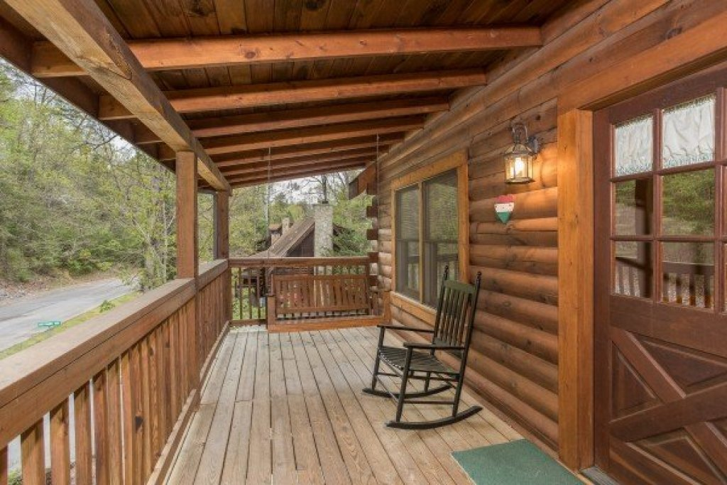 Photo of a Pigeon Forge Cabin named Timber Creek - This is the eighteenth photo in the set.