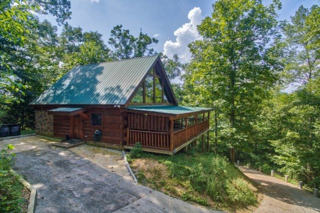 Photo of a Pigeon Forge Cabin named Honey Bear Cottage - This is the second photo in the set.