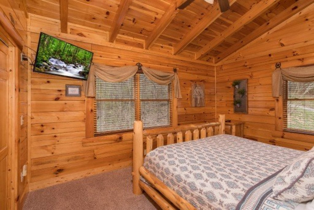 Photo of a Sevierville Cabin named Mountain View Meadows - This is the twenty-eighth photo in the set.