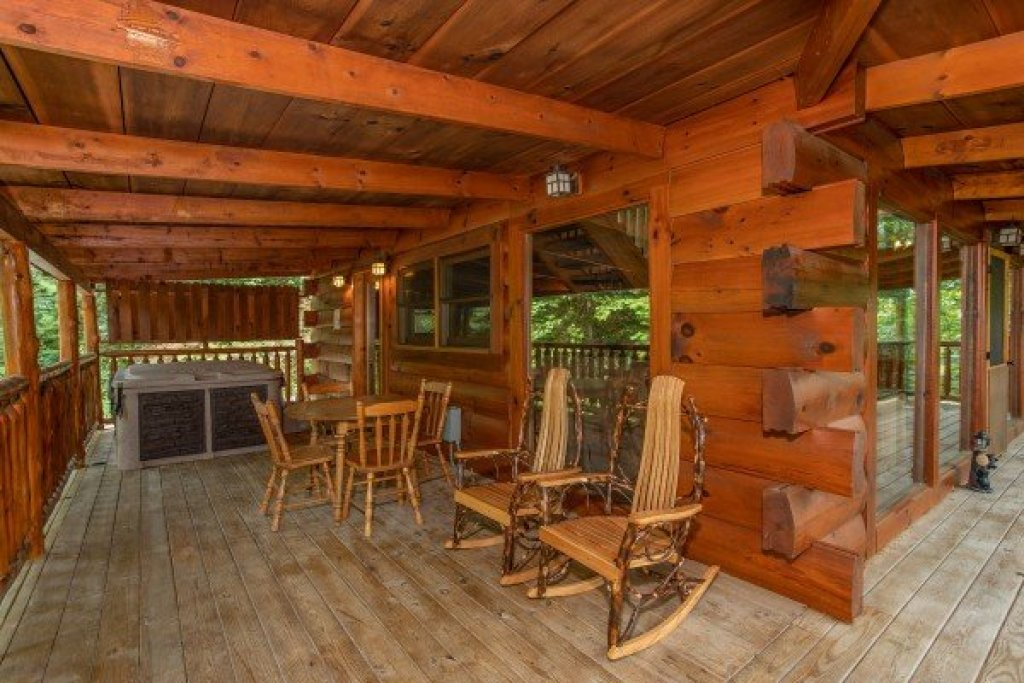 Photo of a Pigeon Forge Cabin named Honey Bear Cottage - This is the fifteenth photo in the set.