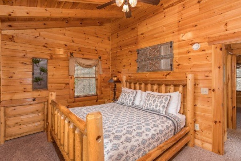 Photo of a Sevierville Cabin named Mountain View Meadows - This is the twenty-seventh photo in the set.