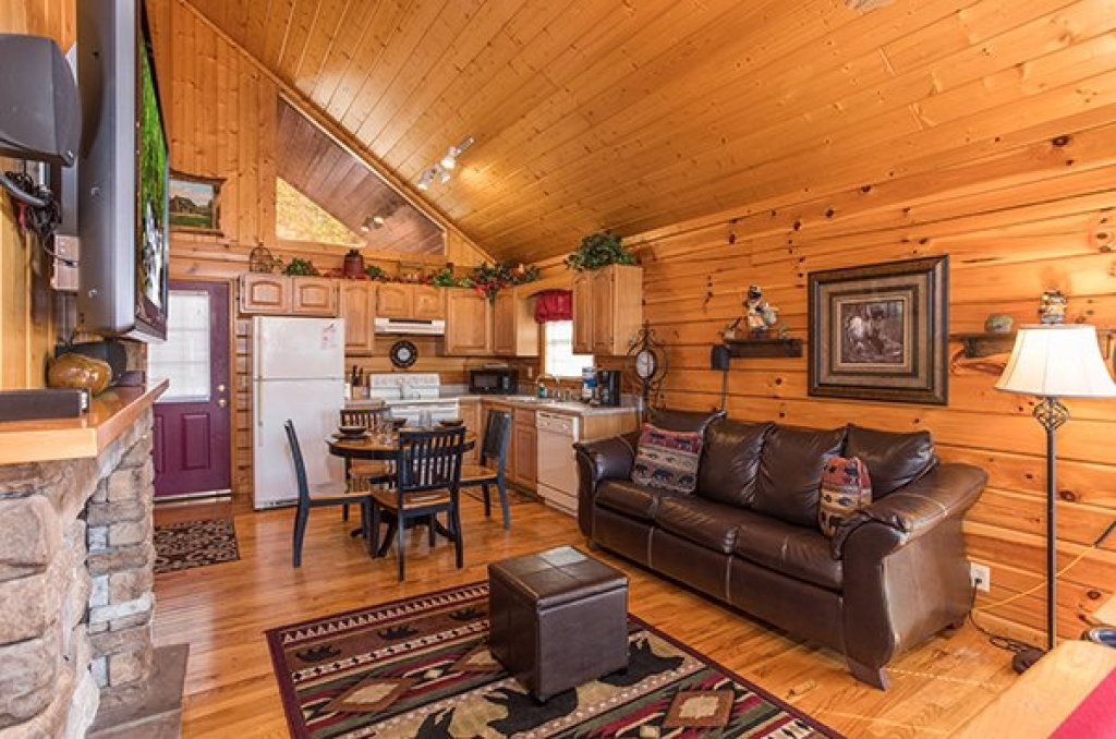 Photo of a Pigeon Forge Cabin named I Do - This is the fourth photo in the set.