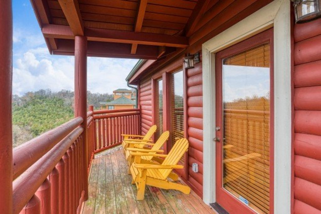 Photo of a Sevierville Cabin named Pool'n Around In The Smokies - This is the twelfth photo in the set.