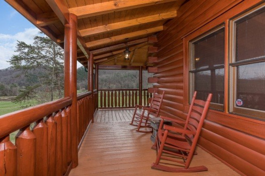 Photo of a Sevierville Cabin named Mountain View Meadows - This is the thirty-fourth photo in the set.