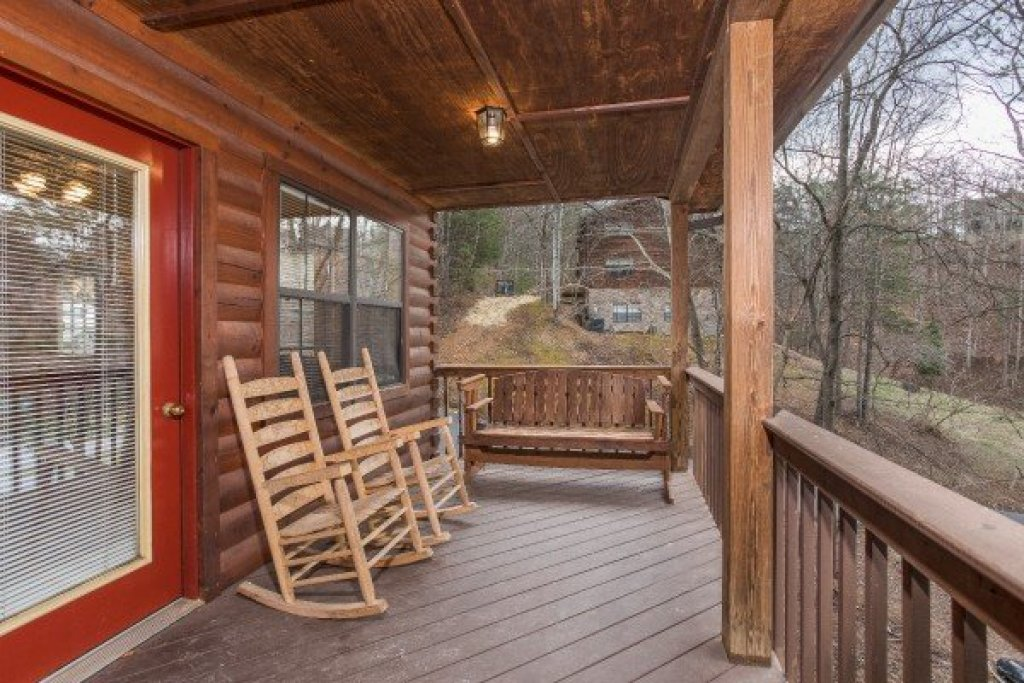 Photo of a Pigeon Forge Cabin named Oakwood - This is the eleventh photo in the set.