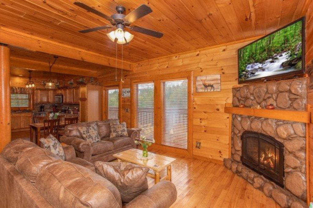 Photo of a Sevierville Cabin named Pool'n Around In The Smokies - This is the fourth photo in the set.