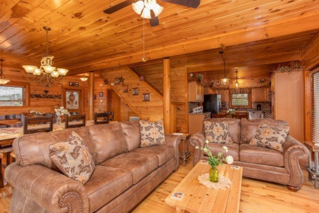 Photo of a Sevierville Cabin named Pool'n Around In The Smokies - This is the seventh photo in the set.