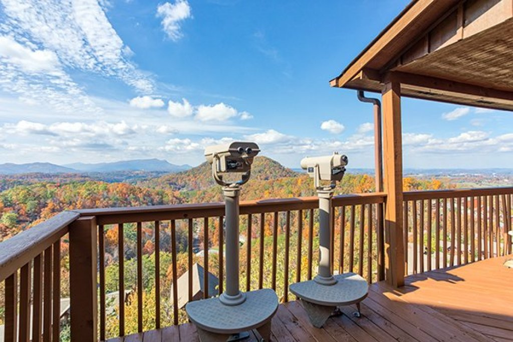 Photo of a Pigeon Forge Cabin named The Bear's House - This is the first photo in the set.