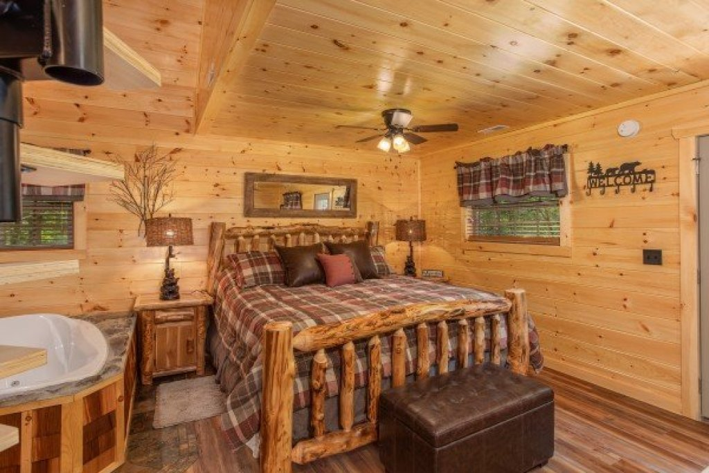 Photo of a Pigeon Forge Cabin named Smoky Mountain Treehouse - This is the sixth photo in the set.