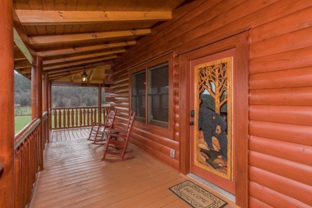 Photo of a Sevierville Cabin named Mountain View Meadows - This is the third photo in the set.