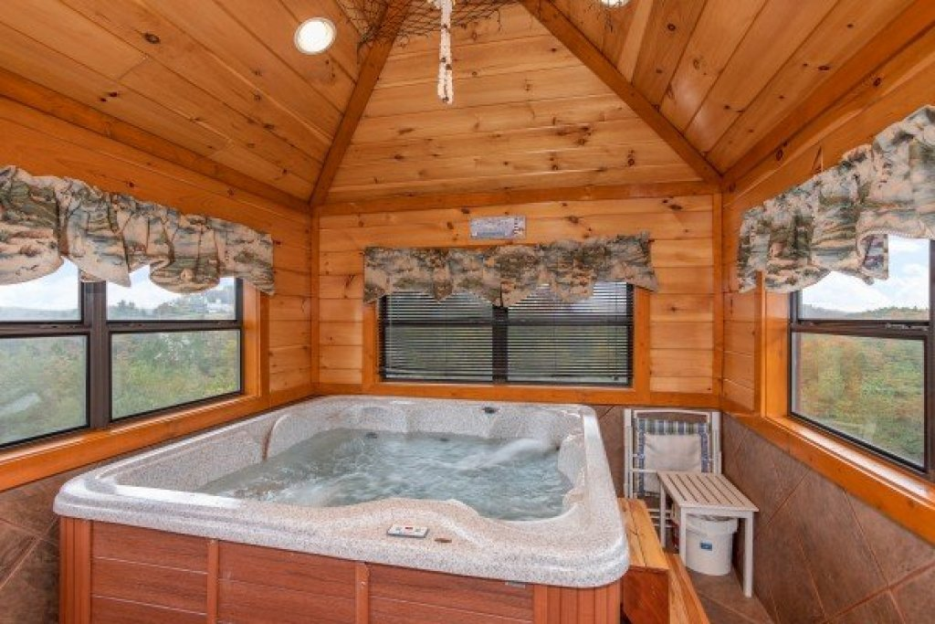Photo of a Sevierville Cabin named Pool'n Around In The Smokies - This is the twenty-first photo in the set.