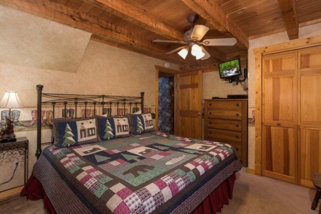 Photo of a Pigeon Forge Cabin named Hooked On Cowboys Lodge - This is the tenth photo in the set.