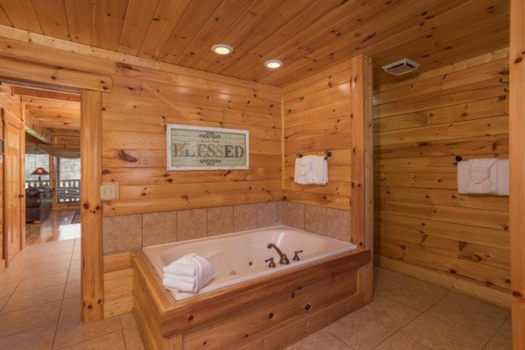 Photo of a Sevierville Cabin named Mountain View Meadows - This is the fourteenth photo in the set.