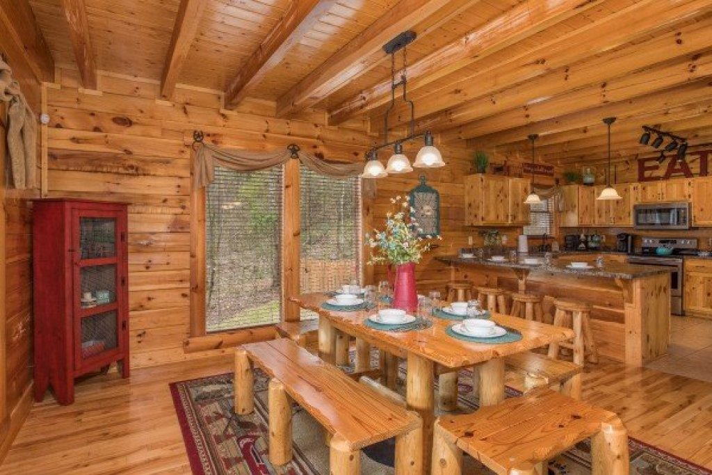 Photo of a Sevierville Cabin named Mountain View Meadows - This is the eighth photo in the set.