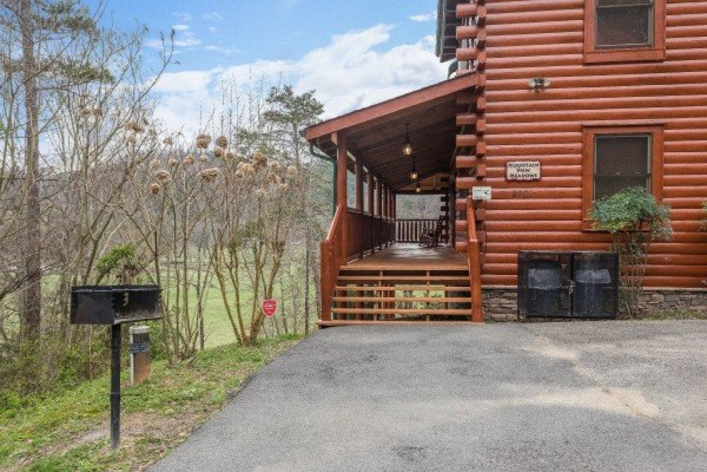 Photo of a Sevierville Cabin named Mountain View Meadows - This is the twelfth photo in the set.