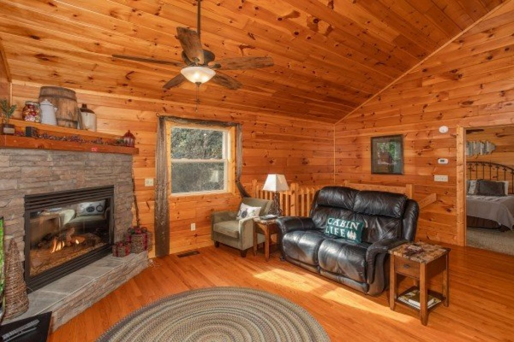 Photo of a Sevierville Cabin named Secluded View - This is the fourth photo in the set.