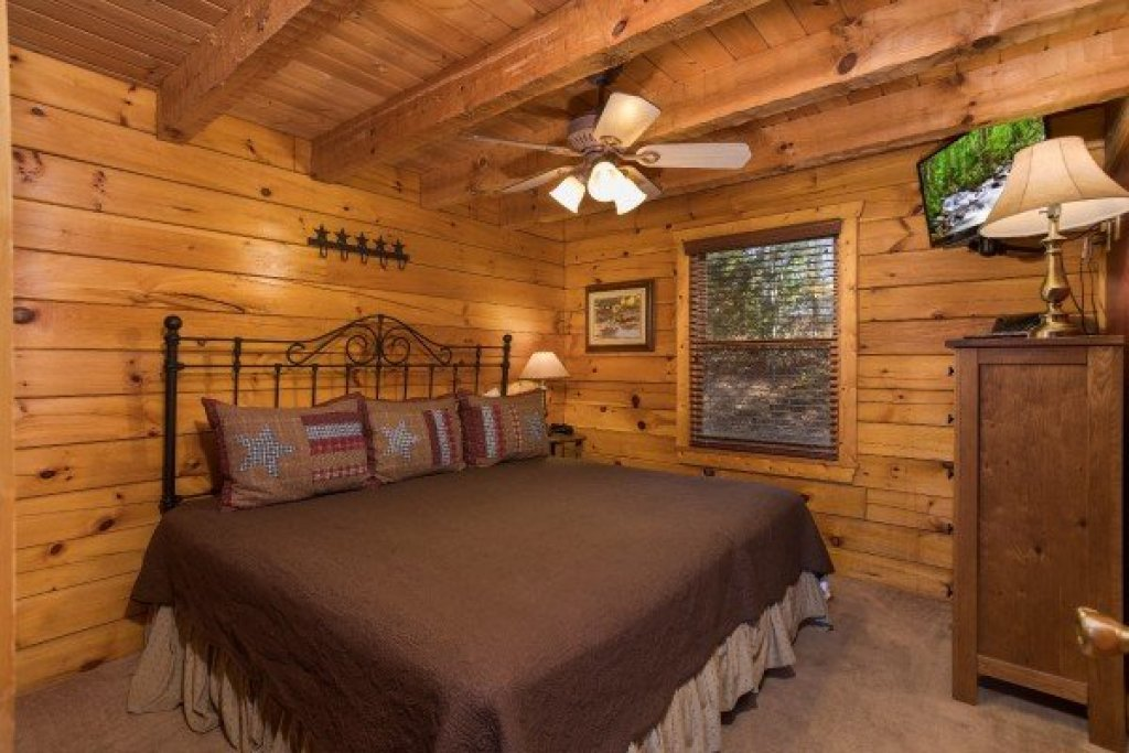 Photo of a Pigeon Forge Cabin named Hooked On Cowboys Lodge - This is the eighth photo in the set.