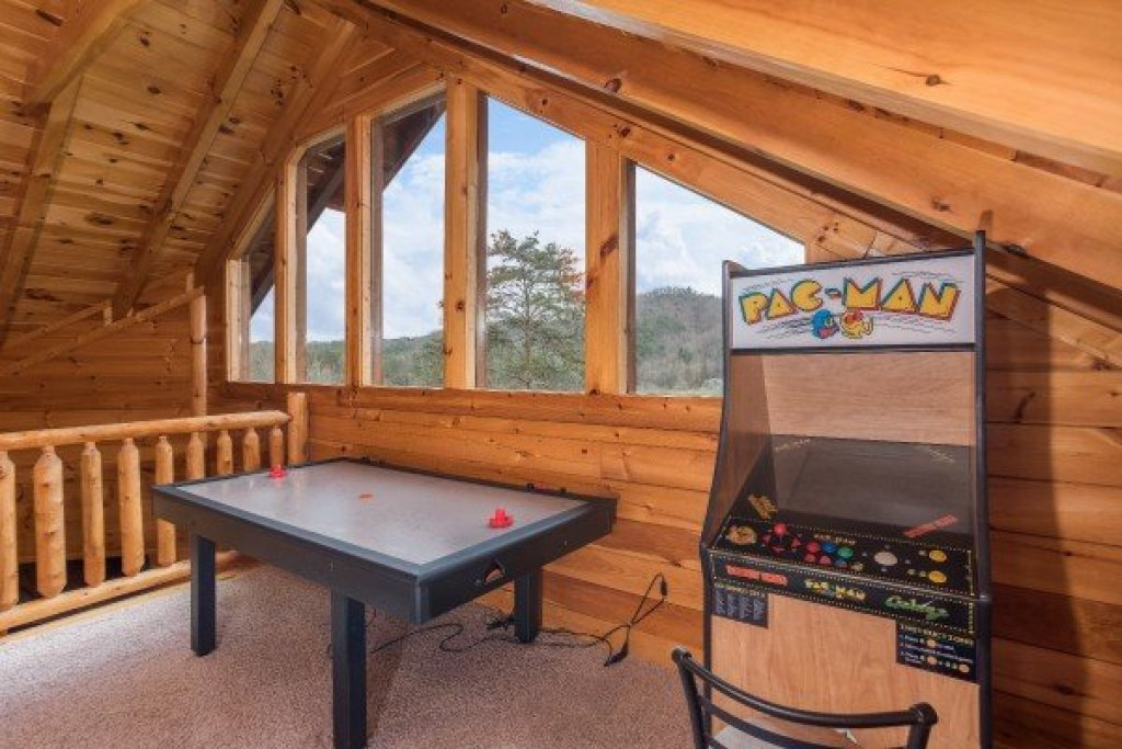 Photo of a Sevierville Cabin named Mountain View Meadows - This is the twenty-fifth photo in the set.