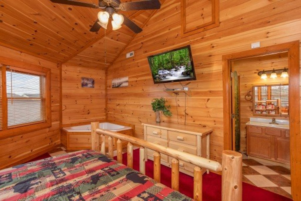 Photo of a Sevierville Cabin named Pool'n Around In The Smokies - This is the fifteenth photo in the set.