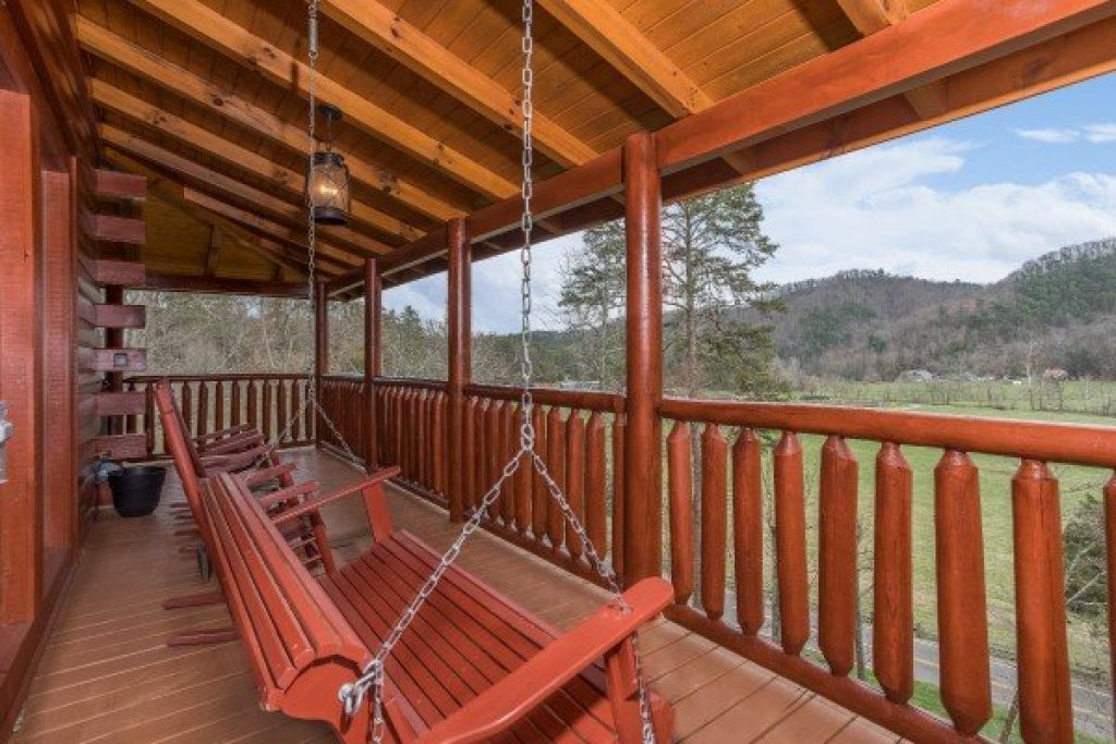 Photo of a Sevierville Cabin named Mountain View Meadows - This is the eighteenth photo in the set.