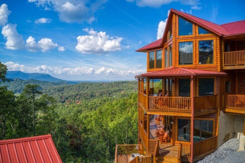 Photo of a Sevierville Cabin named Four Seasons Palace - This is the fifty-sixth photo in the set.