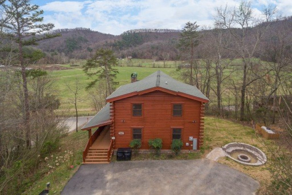 Photo of a Sevierville Cabin named Mountain View Meadows - This is the second photo in the set.