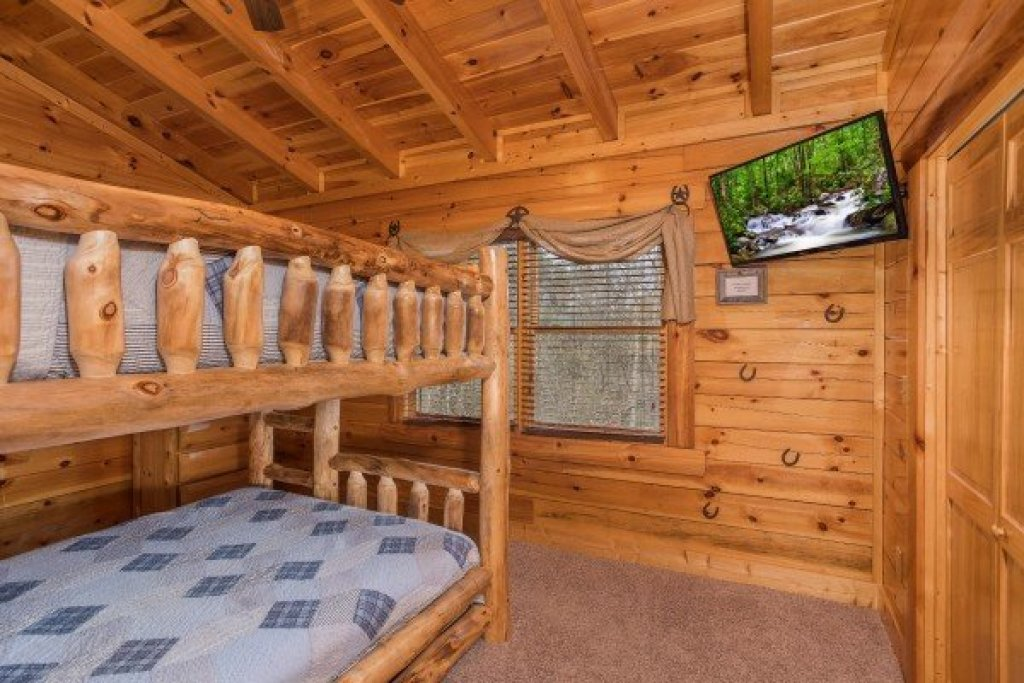 Photo of a Sevierville Cabin named Mountain View Meadows - This is the thirty-first photo in the set.
