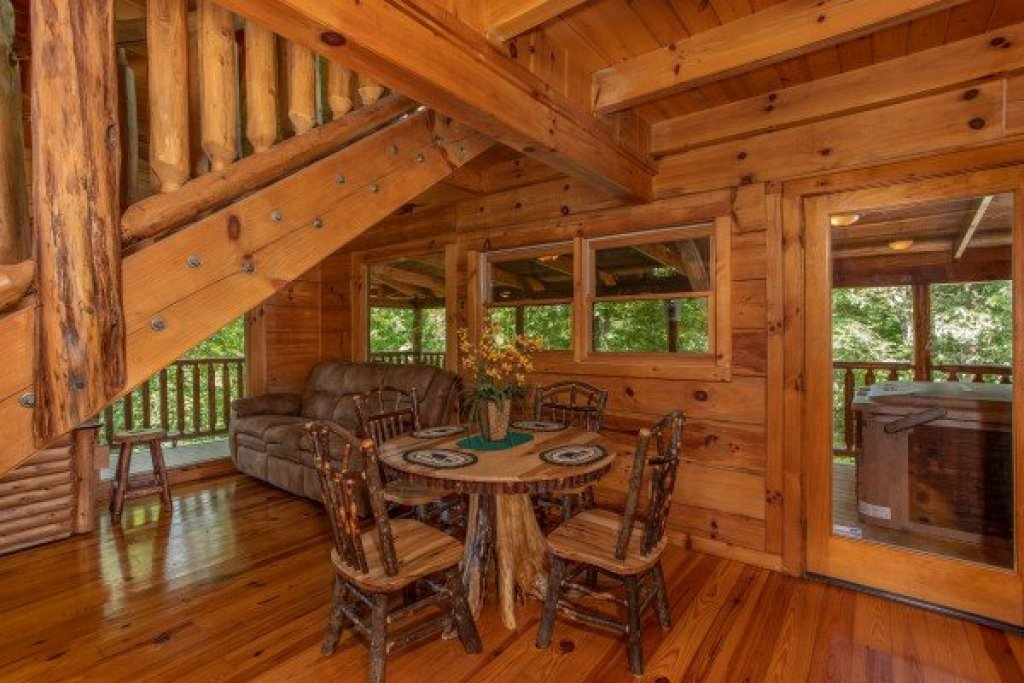 Photo of a Pigeon Forge Cabin named Honey Bear Cottage - This is the seventh photo in the set.