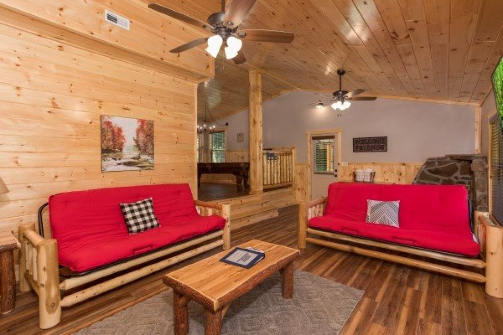 Photo of a Pigeon Forge Cabin named Grill & Chill - This is the third photo in the set.