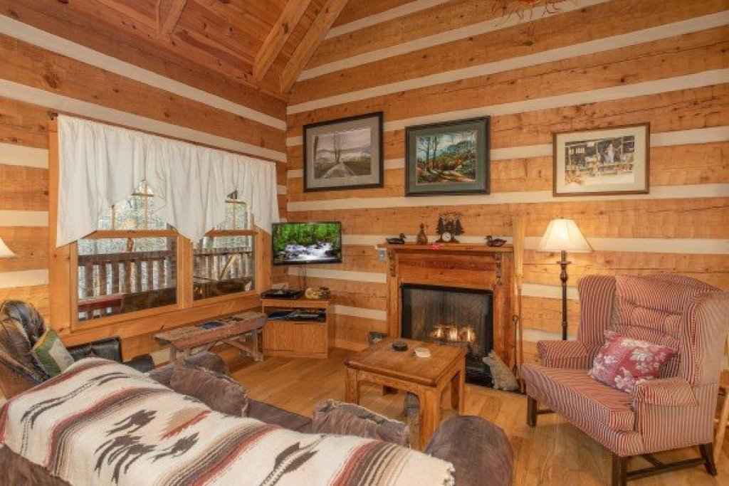 Photo of a Gatlinburg Cabin named Sassafras Lodge - This is the second photo in the set.