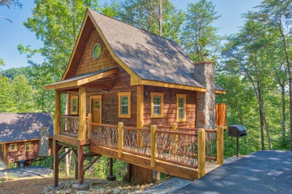 Photo of a Pigeon Forge Cabin named Out On A Limb - This is the third photo in the set.