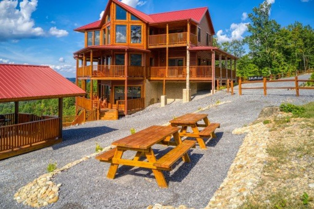 Photo of a Sevierville Cabin named Four Seasons Palace - This is the twelfth photo in the set.
