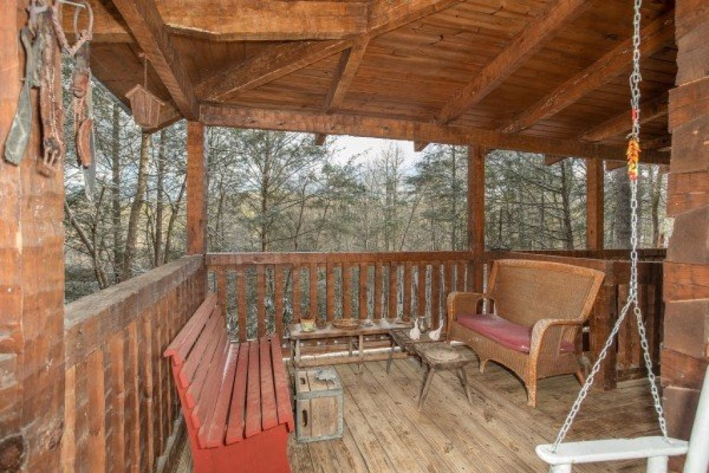 Photo of a Gatlinburg Cabin named Sassafras Lodge - This is the twentieth photo in the set.