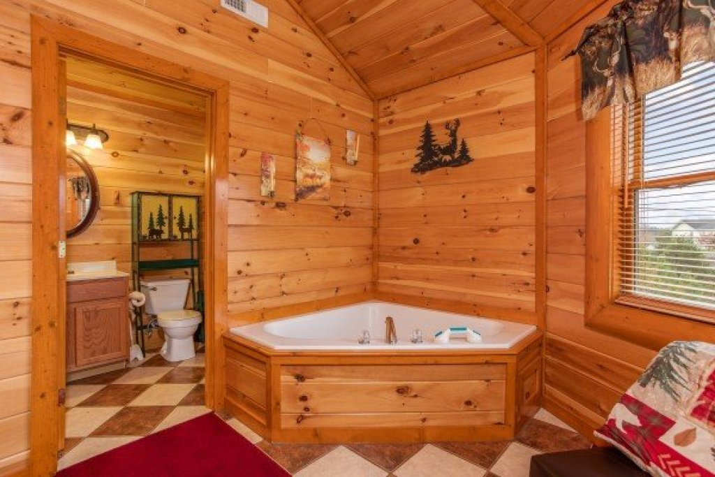 Photo of a Sevierville Cabin named Pool'n Around In The Smokies - This is the sixteenth photo in the set.