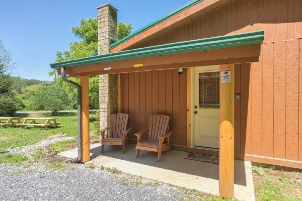 Photo of a Pigeon Forge Cabin named Grill & Chill - This is the seventeenth photo in the set.