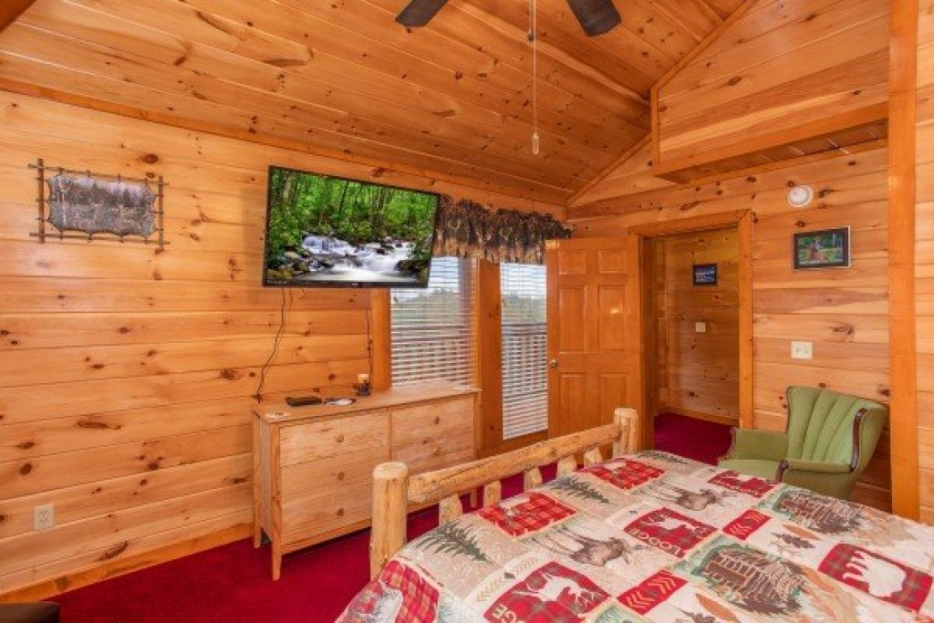 Photo of a Sevierville Cabin named Pool'n Around In The Smokies - This is the nineteenth photo in the set.