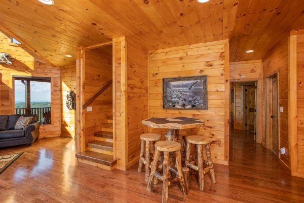 Photo of a Sevierville Cabin named Four Seasons Palace - This is the thirty-third photo in the set.