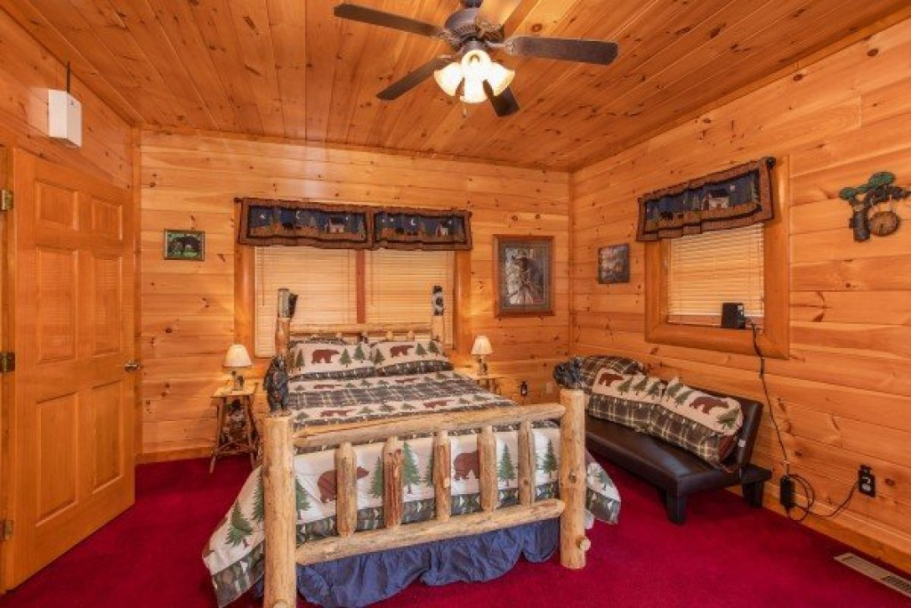 Photo of a Sevierville Cabin named Pool'n Around In The Smokies - This is the twenty-seventh photo in the set.