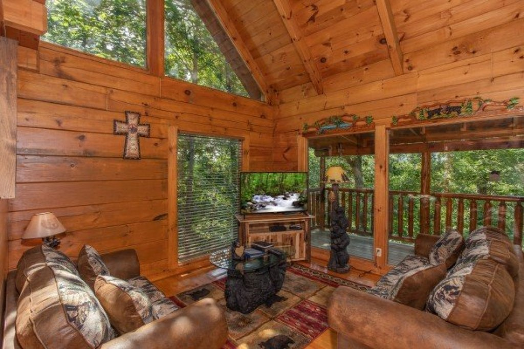 Photo of a Pigeon Forge Cabin named Honey Bear Cottage - This is the third photo in the set.