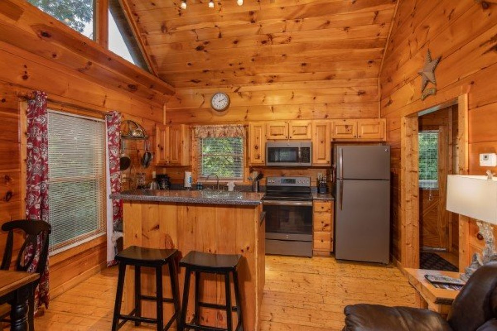 Photo of a Gatlinburg Cabin named Mountain Life - This is the sixth photo in the set.