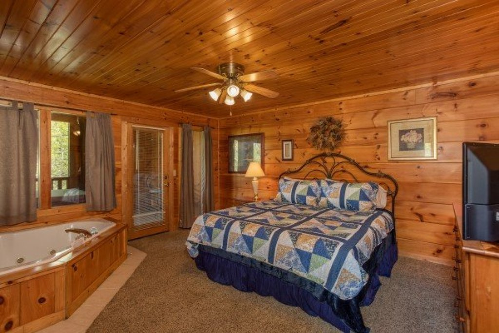 Photo of a Pigeon Forge Cabin named Hillside Haven - This is the eighth photo in the set.