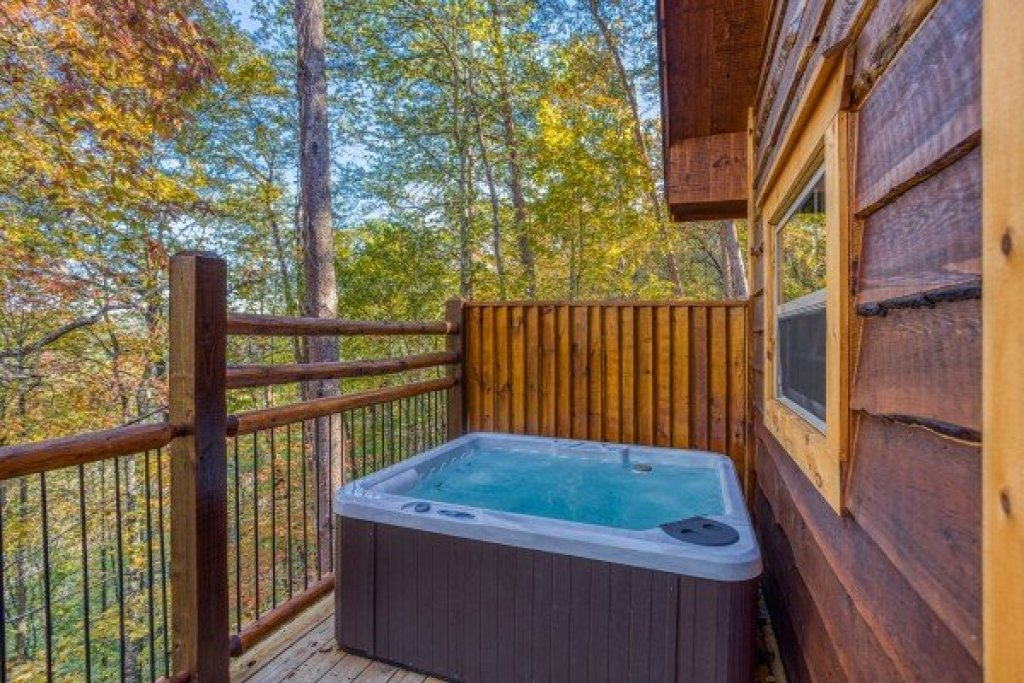 Photo of a Pigeon Forge Cabin named Smoky Mountain Treehouse - This is the tenth photo in the set.
