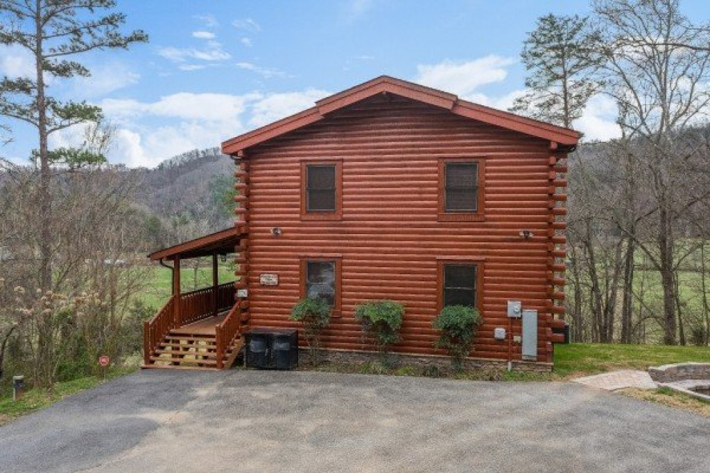 Photo of a Sevierville Cabin named Mountain View Meadows - This is the thirty-eighth photo in the set.