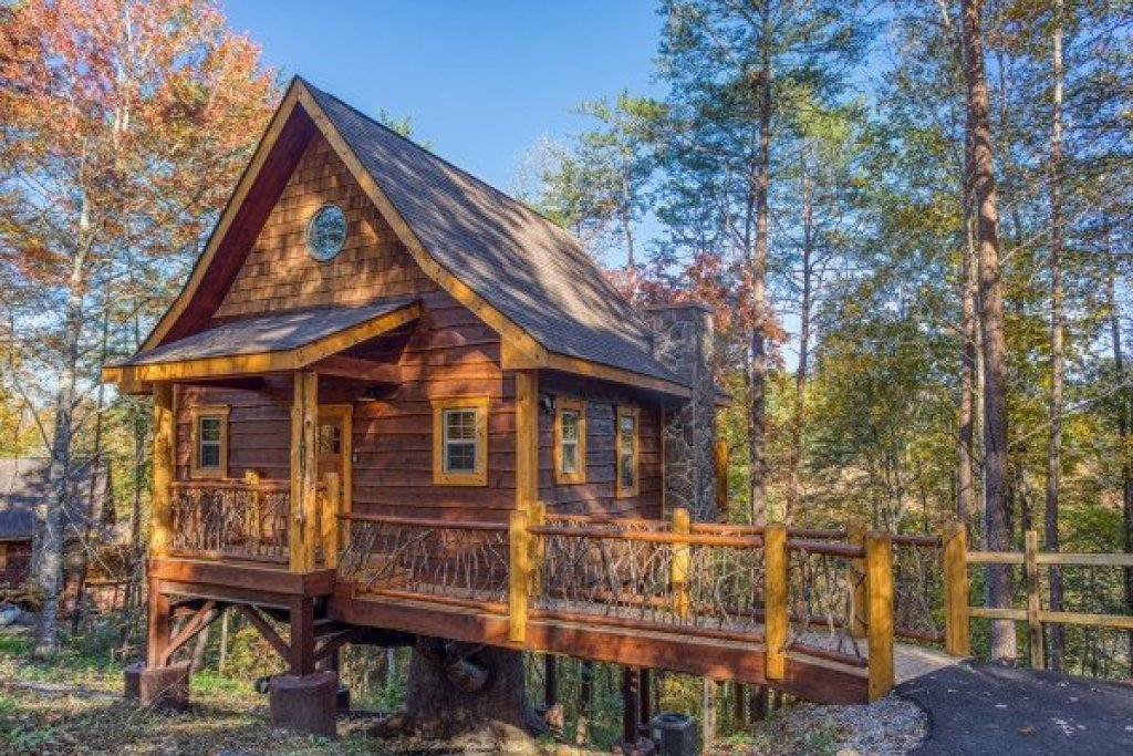 Photo of a Pigeon Forge Cabin named Smoky Mountain Treehouse - This is the twenty-first photo in the set.