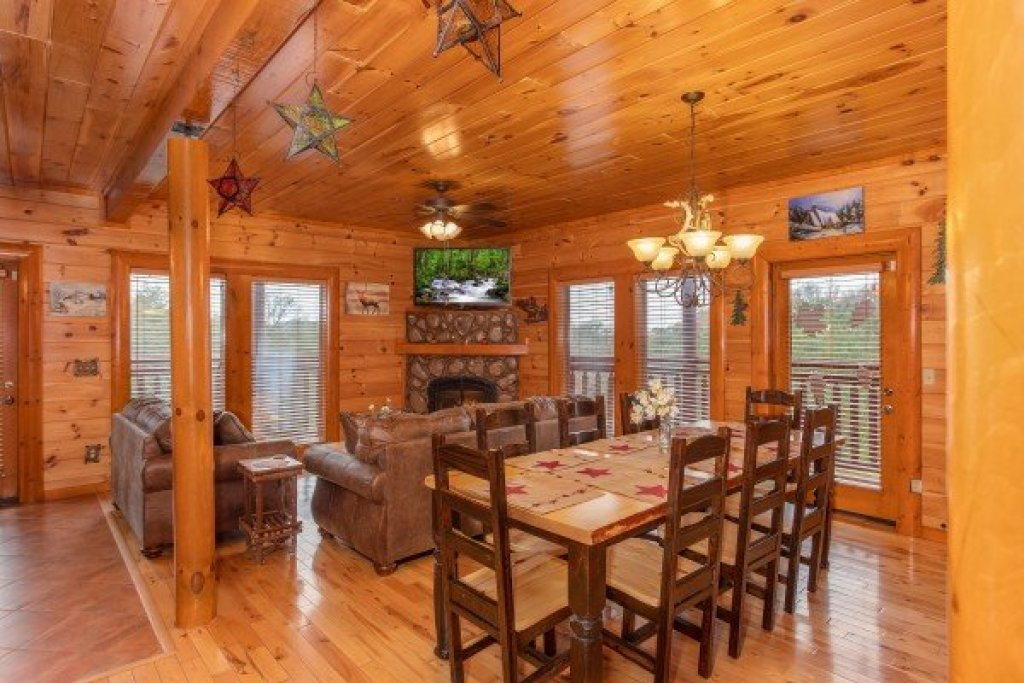 Photo of a Sevierville Cabin named Pool'n Around In The Smokies - This is the fifth photo in the set.