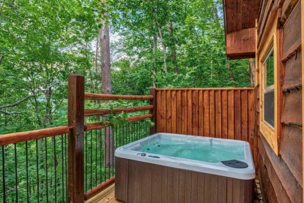 Photo of a Pigeon Forge Cabin named Smoky Mountain Treehouse - This is the ninth photo in the set.