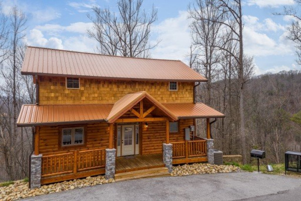 Photo of a Gatlinburg Cabin named Happy Bear's Hideaway - This is the first photo in the set.