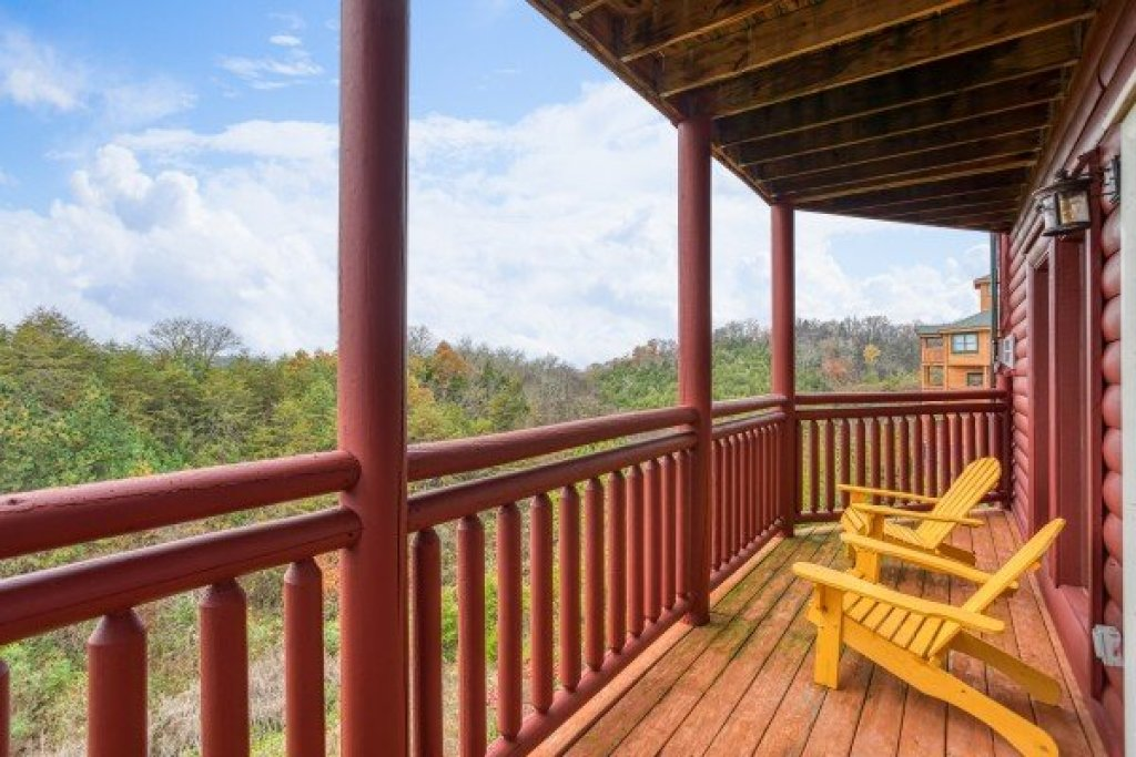 Photo of a Sevierville Cabin named Pool'n Around In The Smokies - This is the thirty-second photo in the set.